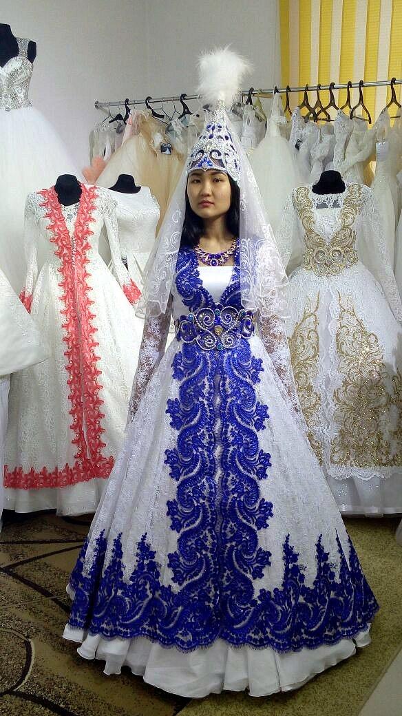 d3d78a3ff38 Современные невесты все чаще выбирают казахские национальные платья. Это  даже не столько дань моде